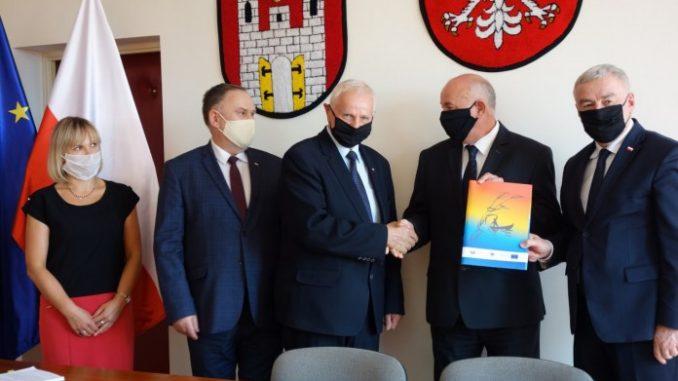 zawichost i lipnik inwestuja w gospodarke wodno sciekowa przekazanie umów na gospodarkę wodno ściekową gmina Lipnik i Zawichost scaled 1